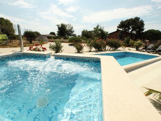 Villa Nera with jacuzzi,pool,playroom,nr. Medulin, Liznjan