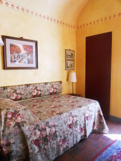 Single bed - 110 cm, 44 inches - closet door
