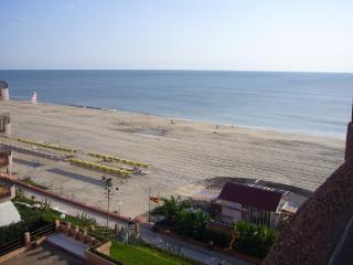 Apartamento a 10m mar, amplia terraza, piscina
