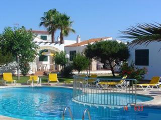 4 casas que comparten piscina y jardin (n02, 1 bano)