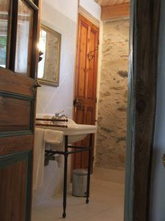 salle d'eau,  Gîte du Domaine du Château de Luscan
