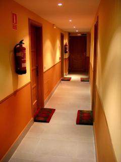 pasillo de acceso a los apartamentos