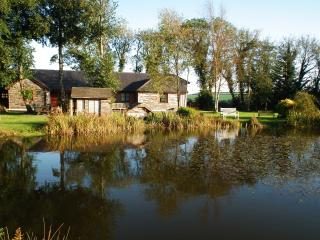 luxury  lake view 2 bed wi indoor pool & hot tub, Callington