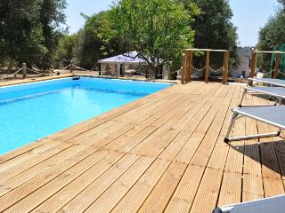 Bombolina -Pool, 3  Beds, 3 bath, air-con, 2 acres, San Vito dei Normanni
