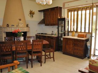 Internal dining for up to 12, fully equipped kitchen no 1