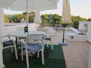 Apartamento con terraza solarium y 3 piscinas., Cala Tarida