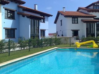 Apartamento con piscina a 2km playa la Franca, Colombres