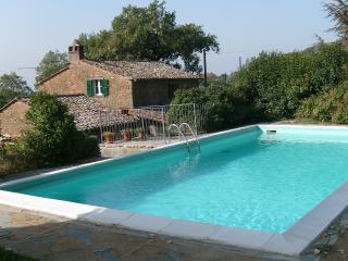Tranquil villa in Tuscan town of Cortona with private pool, terrace and nearby golf course