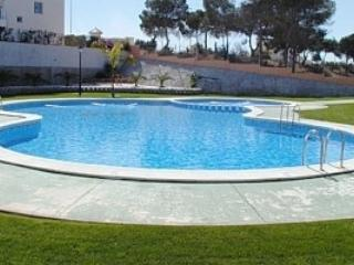 Two bed apartment with balcony, roof sun terrace, pool and sea views., vacation rental in Orihuela Costa