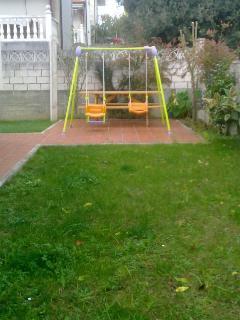Jardín / Columpios para los mas pequeños.