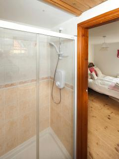 the power shower....bliss after a days walking on the moors. Perfect for two.