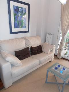 Salón sofa -cama  de cuero modelo italiano de 1,50