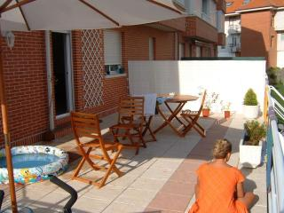 Bajo con jardin y terraza