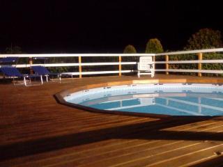piscina vista di notte