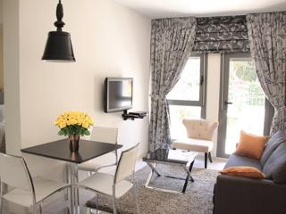 trendy suite location +parking, Jerusalén