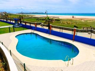 1a linea playa. Urb Tortuga 2. Vistas al mar. Terraza y piscina (piscina verano)