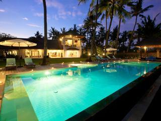 4 or 7 bdr. Impressive beachfront Grand Villa Puri Nirwana. 5 stars!