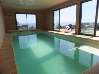 villa mer piscine interieure