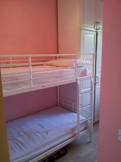third room with two single bed