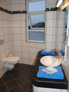 Second bedroom ensuite bathroom