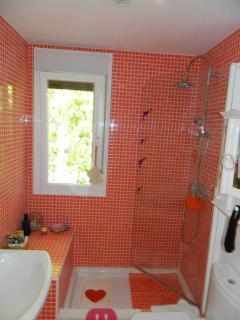En-suite-bath, 1st floor