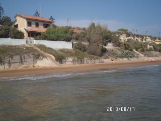 VILLA EVA appartamento'B' fronte mare, Pozzallo