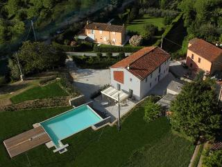 LA CORTE modern villa in Lucca with new furnitures, Vorno