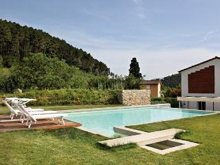 GIAVA modern villa in Lucca with new furnitures