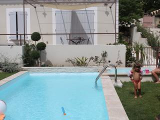 Mas de la Figuiere Vacation Rental with a Grill, G, Maussane-les-Alpilles