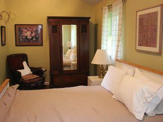 Stylish, Light, Eco-Chic Modern Flat- Booking Now!, Salt Spring Island