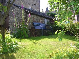 The Spook cosy detached cottage with garden and off road  parking