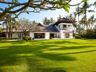 4 or 7 bdr. Impressive beachfront Grand Villa Puri Nirwana. 5 stars!