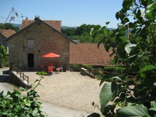 Delightful, dog-friendly cottage in rural Creuse, sleeps 2 plus double sofa bed