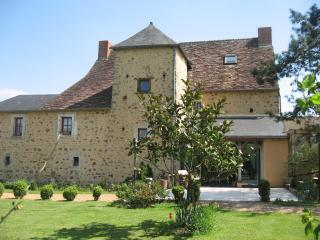 Le Chateau. Large village house.Ideal for 2 families.