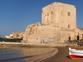 CASA MARTA - HOLIDAY APT IN BAROQUE SICILY, Pozzallo