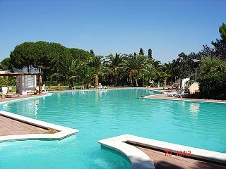 Beachfront apartment, garden, family golf resort, Sant'Andrea Apostolo dello Ionio