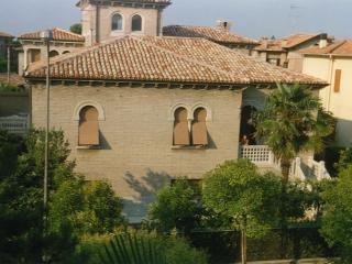 Villa elegante con giardino