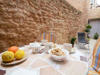 Dining area at Patio and Hammocks