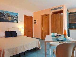 1 bedroom Apartment in Sorrento, Campania, Italy : ref 5229084
