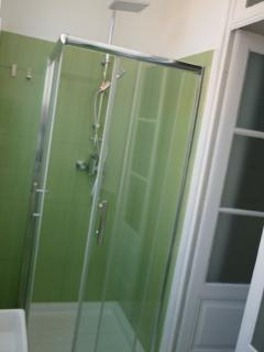 Bathroom 2 - Green&White