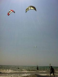 NEI LUOGHI VICINi: kitesurf spot and school