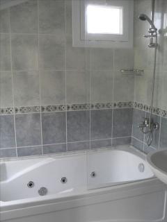 Ensuite jacuzzi bathroom to top floor bedroom.