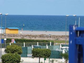 Atico 1a linea, vista al mar, decorado y equipad