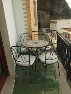 Tavolino sul balcone