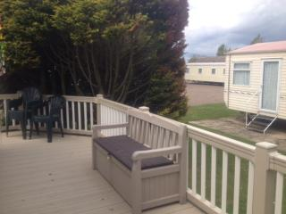 6 berth,3 beds at California cliffs with huge decking-dog friendly ref 50001