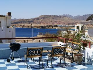 BBQ area at the community roof terrace with a view to the Red Sea and Sinai Mountains