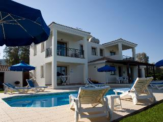 Anthiana Beach Villa, Polis
