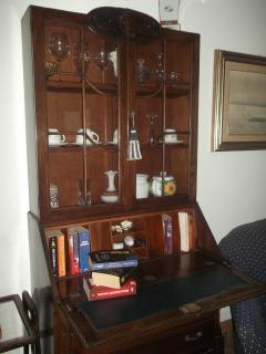 ancient forniture in Casa Buganville, the guest can find some books