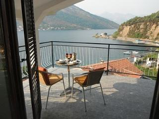 large villa with amazing views across from beach, Donja Lastva