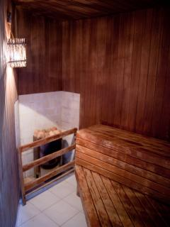 Dry Sauna (Steam room also available)